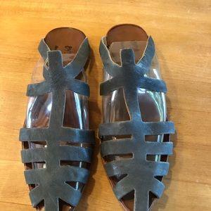 Ladies size 9 (39) leather sandals.